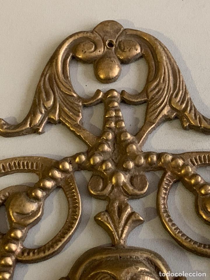 Antigüedades: Precioso ADORNO para MUEBLE. BRONCE. 25x17cm. 461 gramos - Foto 3 - 262028445