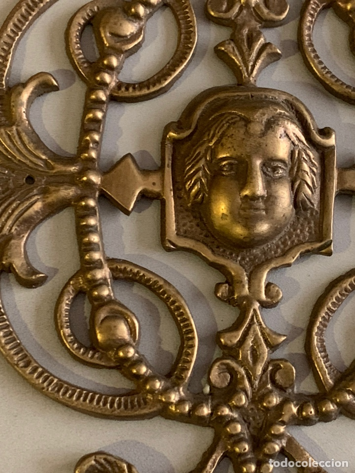 Antigüedades: Precioso ADORNO para MUEBLE. BRONCE. 25x17cm. 461 gramos - Foto 4 - 262028445