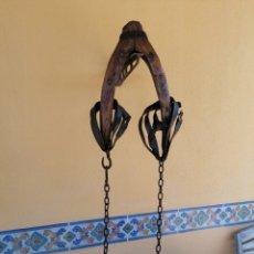 Antigüedades: HORCATE ANTIGUO CON CADENAS. Lote 262079290