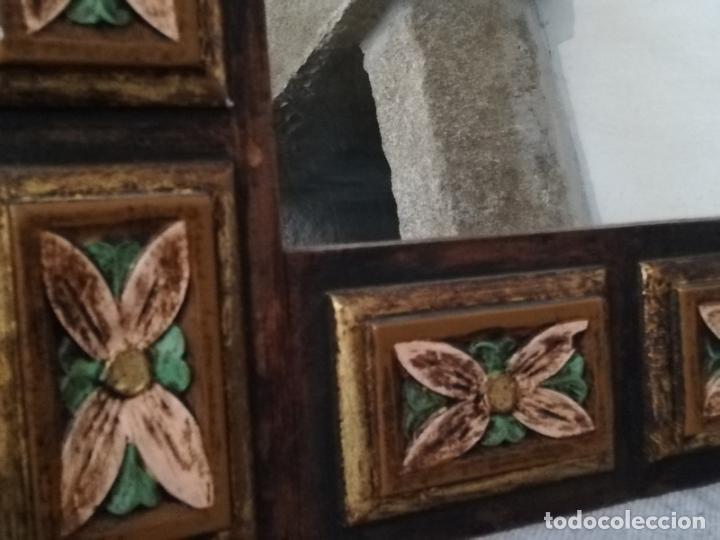 Antigüedades: Espejo antiguo en madera, con relieve floral pintado. - Foto 5 - 262108705