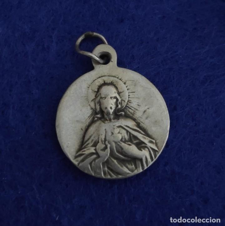 Antigüedades: Preciosa medalla en plata de Nuestra Señora de Montserrat y Corazón de Jesús - Foto 2 - 262132250