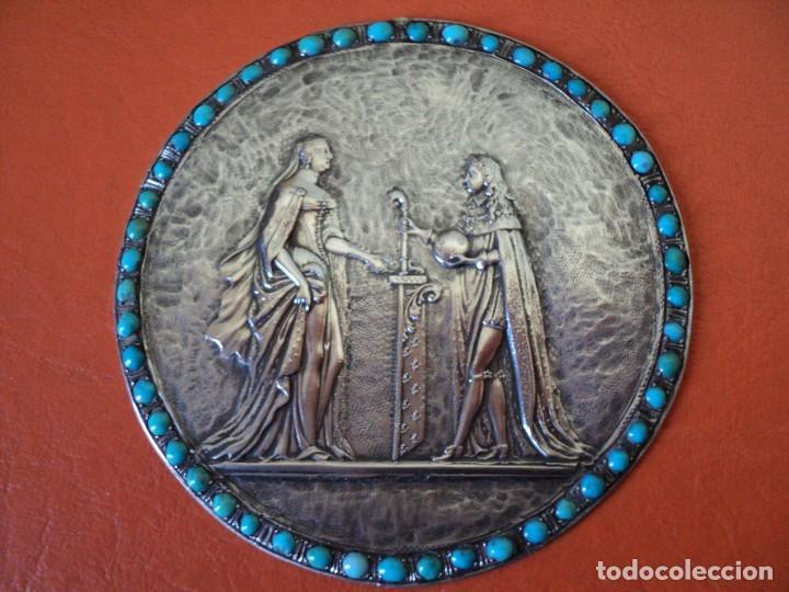 MUY ANTIGUO MEDALLÓN O PLACA PLATA 900 TURQUESAS FELIPE V Y ISABEL DE FARNESIO SIGLO XVIII (Antigüedades - Platería - Plata de Ley Antigua)