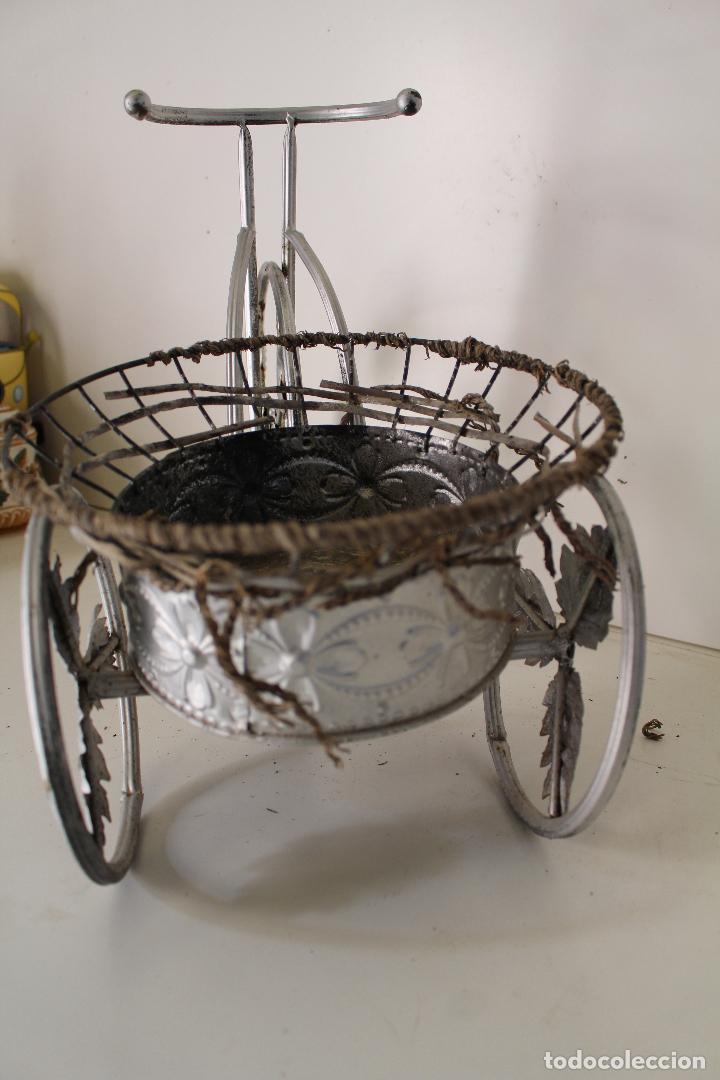 Antigüedades: Macetero triciclo de metal - Foto 2 - 262166025
