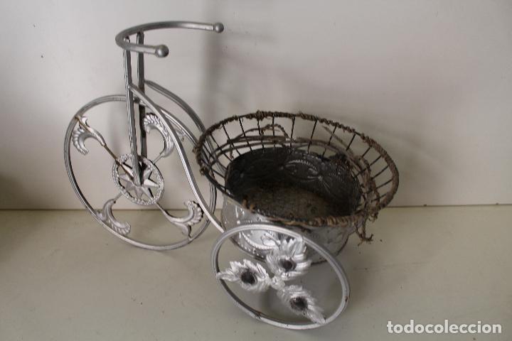 Antigüedades: Macetero triciclo de metal - Foto 5 - 262166025