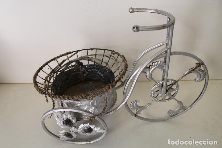 Antigüedades: Macetero triciclo de metal - Foto 7 - 262166025
