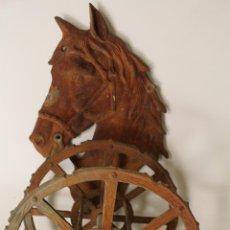 Antigüedades: ENROLLADOR DE MANGUERA CABALLO VINTAGE DE PARED. Lote 262166195