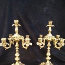 Antigüedades: CONJUNTO CANDELABROS PORTAVELAS, DE LATÓN Y MÁRMOL, 40CM. Lote 262217940