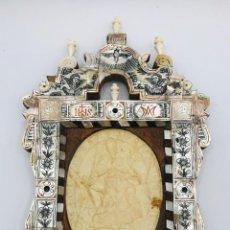 Antigüedades: RETABLO/RELICARIO CON MEDALLÓN EN CERA RETRATO DE INOCENCIO XII EN EL FRONTAL/AGNUS DEI RETABLO 1690. Lote 262234455