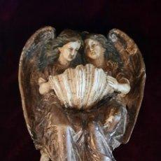 Antigüedades: PILA BENDITERA DE ESTUCO - PAREJA DE ÁNGELES SUJETANDO UNA CONCHA. Lote 262302270