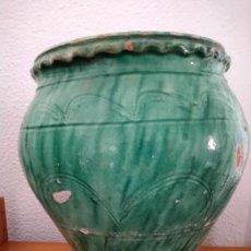 Antigüedades: ANTIGUA TINAJA VIDRIADA BLANCO INTERIOR Y VERDE EXTERIOR, 28 CMS. DE ALTURA.. Lote 262345025