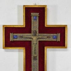 Antigüedades: CRUCIFIJO - CRISTO A LA CRUZ, MAJESTAD ROMÁNICA - BRONCE CINCELADO Y LAPISLÁZULI - M. MORATO. Lote 262353915