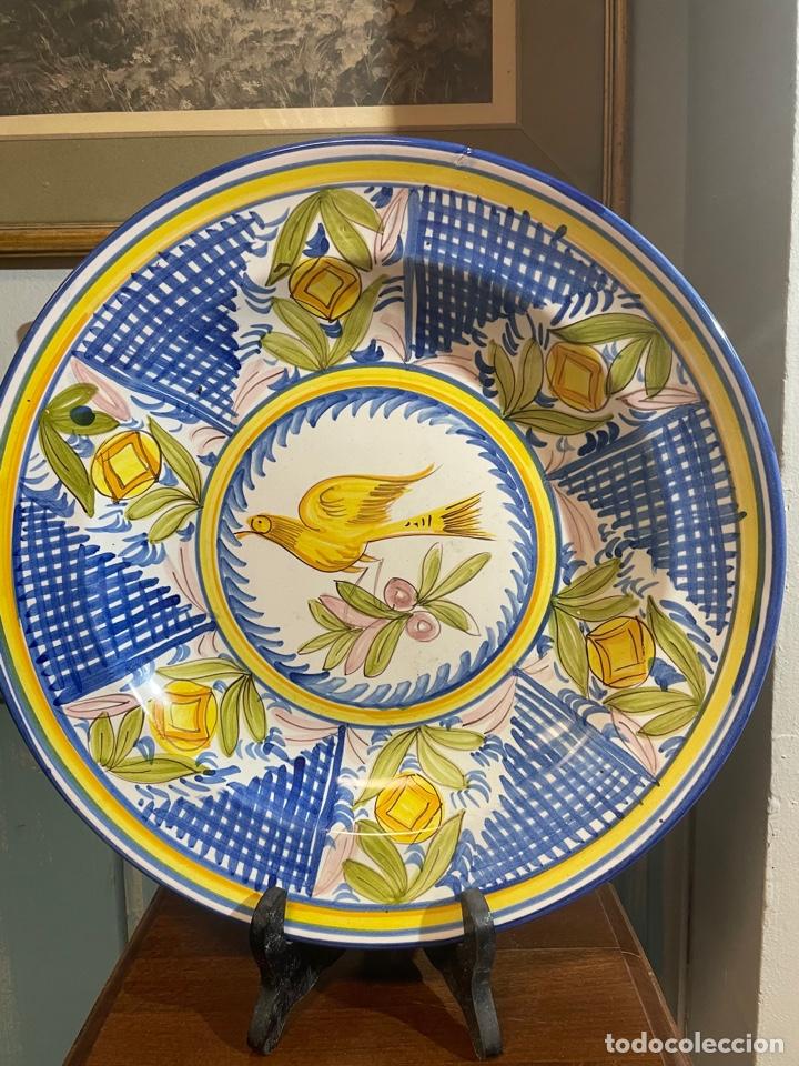 PLATO DE CERAMICA PINTADO A MANO LARIO (Antigüedades - Porcelanas y Cerámicas - Lario)