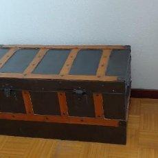 Antigüedades: ANTIGUO Y BONITO BAUL,PUEDE USARSE COMO ASIENTO.. Lote 262376625