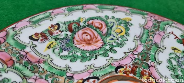 Antigüedades: Precioso plato de Porcelana de Macau Xina. Con motivos florales. - Foto 2 - 262382915