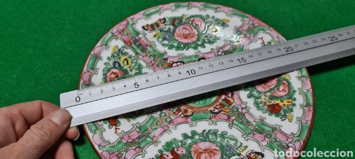 Antigüedades: Precioso plato de Porcelana de Macau Xina. Con motivos florales. - Foto 4 - 262382915