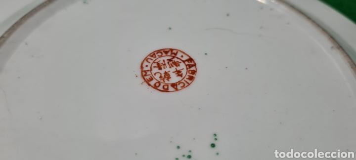 Antigüedades: Precioso plato de Porcelana de Macau Xina. Con motivos florales. - Foto 6 - 262382915