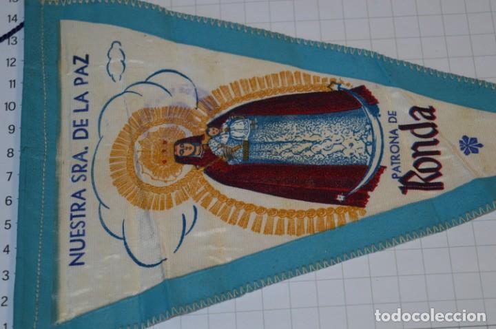 Antigüedades: Vintage / Banderín - Nuestra Señora del la Paz, Patrona de RONDA - Con sello Hermandad ¡Mira fotos! - Foto 2 - 262434625