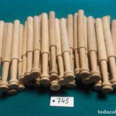 Antigüedades: LOTE DE 36 BOLILLOS DE BOJ. Lote 262439075