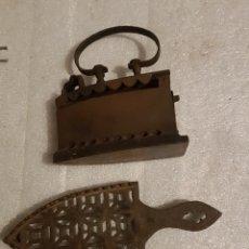 Antigüedades: BONITA PLANCHA CON SOPORTE MUY BIEN CONSERVADO. Lote 262452805