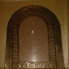 Antigüedades: ANTIGUO ESPEJO DE METAL SIN CRISTAL, 37X27 CM (INTERIOR: 23X20 CM). Lote 262472165