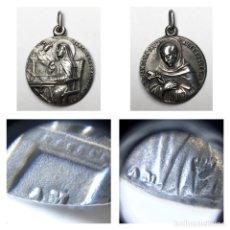 Antigüedades: PRECIOSA MEDALLA SIGLO XIX SAN JUAN DE LA CRUZ Y SANTA TERESA DE JESÚS CON FIRMA DE GRABADOR AM. Lote 262485125