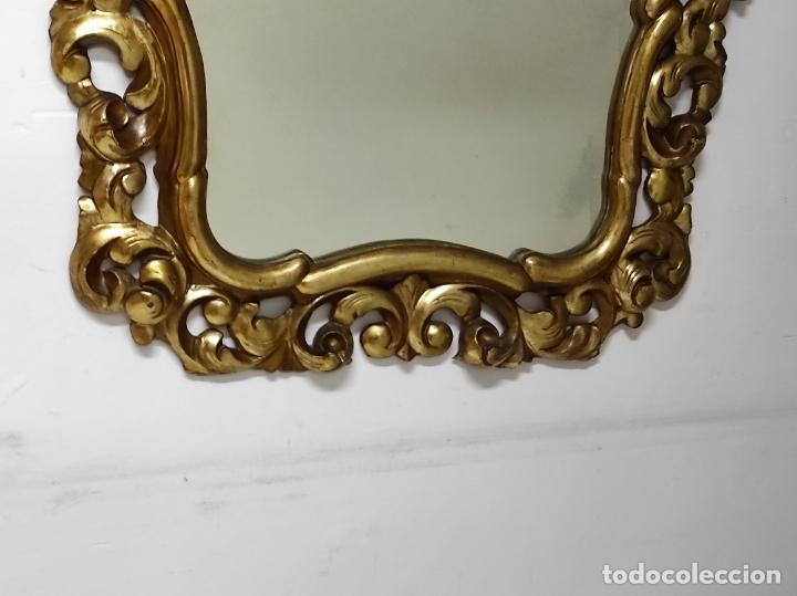 Antigüedades: Bonito Espejo Antiguo - Cornucopia en Madera Tallada y Dorada en Pan de Oro - Foto 2 - 262525340