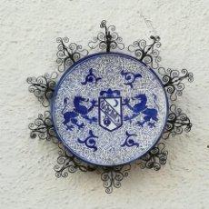 Antigüedades: PLATO DE CERÁMICA CON ORLA DE FORJA. Lote 262535045