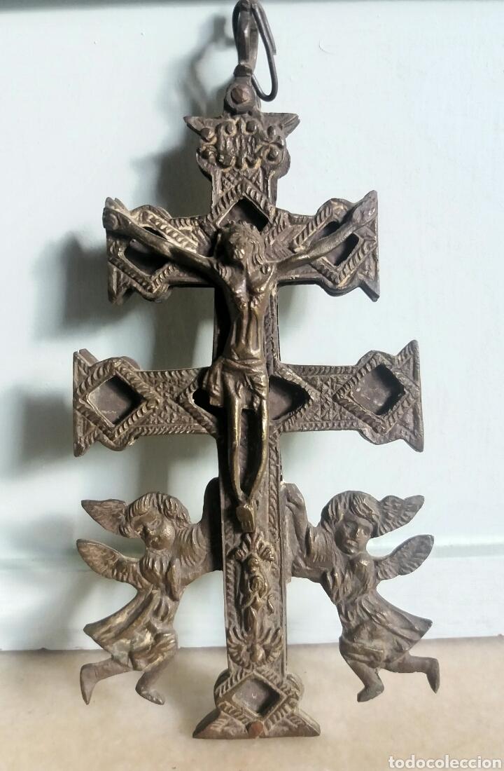 PRECIOSA CRUZ DE CARAVACA EN BRONCE MUY ANTIGUA SIGLO XVIII (Antigüedades - Religiosas - Crucifijos Antiguos)