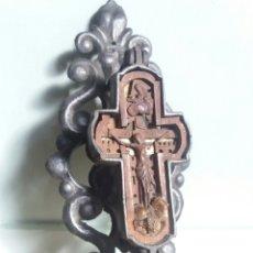 Antigüedades: MUY CURIOSA CRUZ DE METAL Y MADERA. Lote 262614215