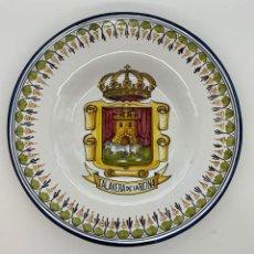 Antigüedades: PLATO CERAMICA EL CARMEN - TALAVERA - ESCUDO DE LA CIUDAD. Lote 262637545