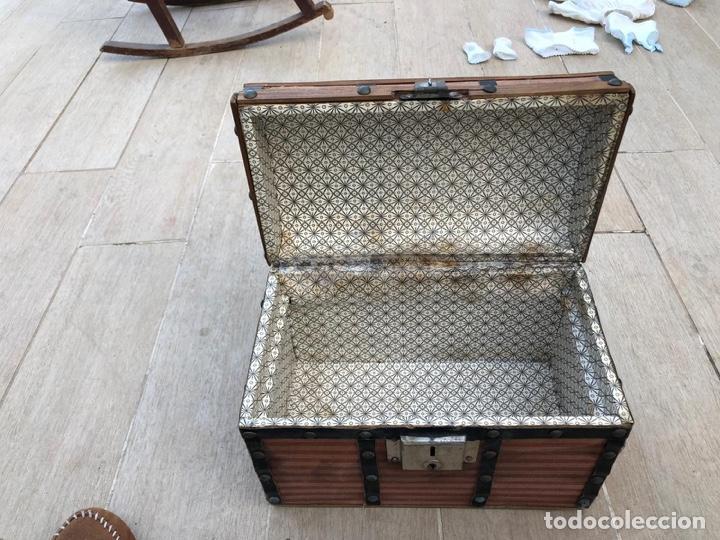 Antigüedades: ANTIGÜO Y BONITO BAÚL DE MUÑECAS EN MADERA - Foto 6 - 262656150