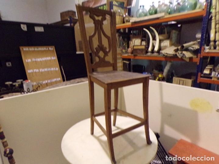 Antigüedades: bonita y decorativa silla para piano o musica con talla de madera - Foto 8 - 262698875