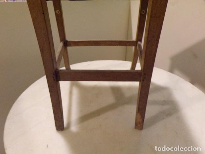Antigüedades: bonita y decorativa silla para piano o musica con talla de madera - Foto 15 - 262698875