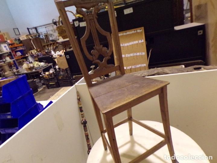Antigüedades: bonita y decorativa silla para piano o musica con talla de madera - Foto 17 - 262698875