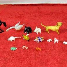 Antigüedades: LOTE DE 18 MINIATURAS DE ANIMALES. CRISTAL SOPLADO. PROBABLEMENTE VENECIANO. ITALIA. CIRCA 1950. Lote 262720675