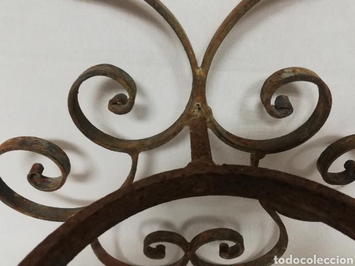Antigüedades: ANTIGUO MACETERO PARED EN HIERRO FORJADO. COLGADOR. - Foto 6 - 262728060
