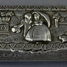 Antigüedades: CAJA PALILLERO DE PLATA CINCELADA DECORADA EN RELIEVE INTERIOR DE PLATA DORADA SIGLO XX. Lote 262733220