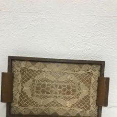 Antigüedades: ANTIGUA BANDEJA DE MADERA CON DECORACIÓN.. Lote 262736715