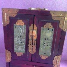 Antigüedades: ANTIGUO JOYERO - COFRE CHINO MADERA LACADA Y JADE. Lote 262740725