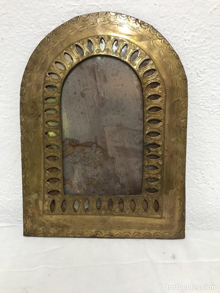 MARCO DE ESPEJO DE LATON, MUY DECORATIVO! (Antigüedades - Muebles Antiguos - Espejos Antiguos)