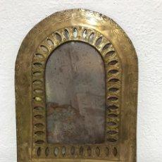 Antigüedades: MARCO DE ESPEJO DE LATON, MUY DECORATIVO!. Lote 262759850