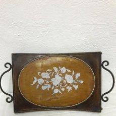Antigüedades: BANDEJA DESAYUNO DE CHAPA PINTADA, MUY BONITA. Lote 262770835