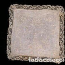 Antigüedades: ESPLENDIDA PALIA O HIJUELA COMPLETAMENTE BORDADA. ENCAJE DE BOLILLOS. S. XIX. Lote 262782080