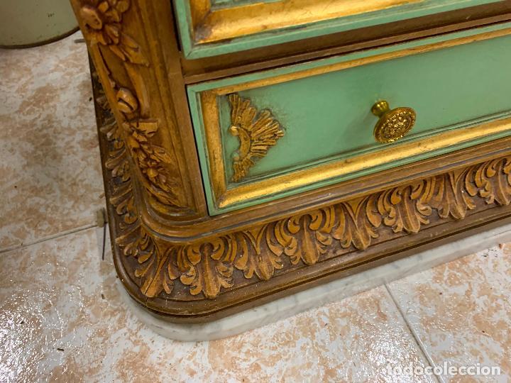 Antigüedades: Encantadora comoda o sifonier, policromada, con remate en talla de madera, por ebanista, y marmol. - Foto 2 - 262806570