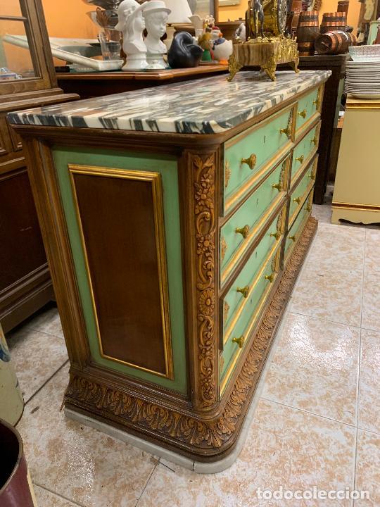 Antigüedades: Encantadora comoda o sifonier, policromada, con remate en talla de madera, por ebanista, y marmol. - Foto 4 - 262806570