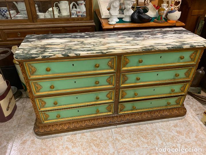 Antigüedades: Encantadora comoda o sifonier, policromada, con remate en talla de madera, por ebanista, y marmol. - Foto 10 - 262806570