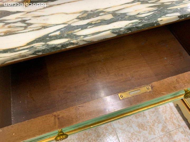Antigüedades: Encantadora comoda o sifonier, policromada, con remate en talla de madera, por ebanista, y marmol. - Foto 11 - 262806570