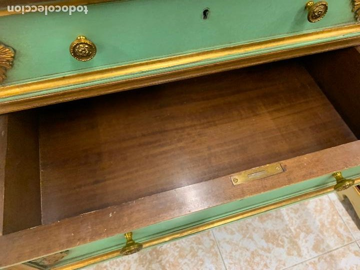 Antigüedades: Encantadora comoda o sifonier, policromada, con remate en talla de madera, por ebanista, y marmol. - Foto 12 - 262806570