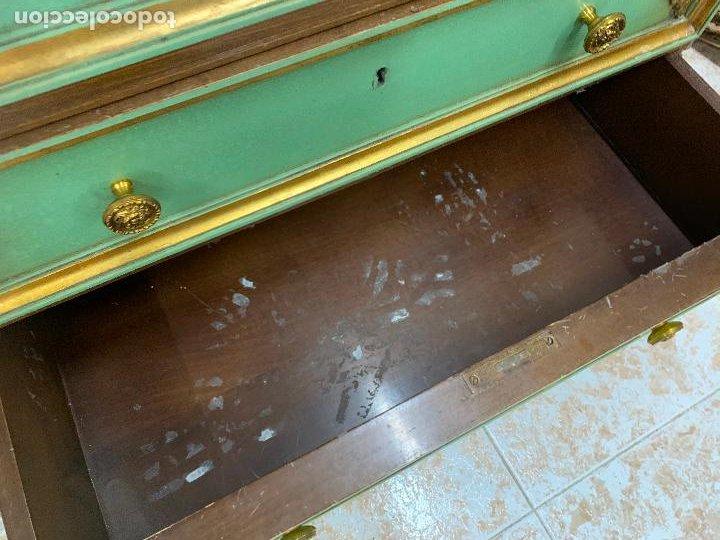 Antigüedades: Encantadora comoda o sifonier, policromada, con remate en talla de madera, por ebanista, y marmol. - Foto 13 - 262806570
