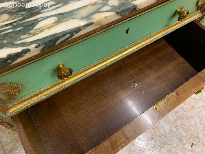 Antigüedades: Encantadora comoda o sifonier, policromada, con remate en talla de madera, por ebanista, y marmol. - Foto 14 - 262806570